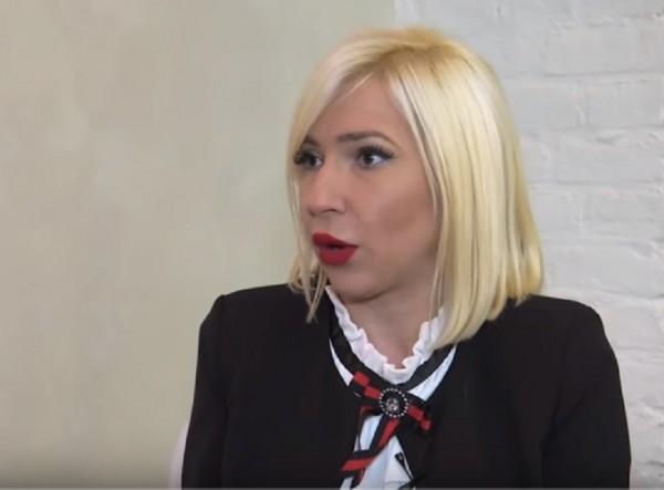 Voditeljka napušta Parove: Lekari joj otkrili pet izraslina na glavi! (FOTO)