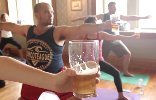 Verovatno ste čuli za toplu jogu, ali da li ste čuli za pivo jogu?