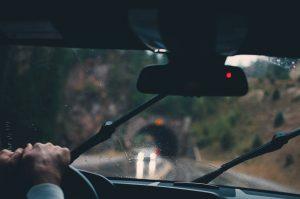 Vozači, oprez! Vlažni kolovozi, u planinskim predelima sa snegom