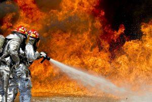 Vatrogasci došli da ugase požar, a onda je pijani vlasnik stana počeo da pravi HAOS: Odmah je uhapšen