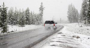 Jedinice Sektora za vanredne situacije na terenu: Snežne padavine okovale Srbiju