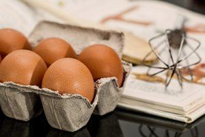 Kalorijska bomba, ili zdravstveni spas? Evo šta će vam se desiti ukoliko svakoga dana budete jeli po 12 jaja! (VIDEO)