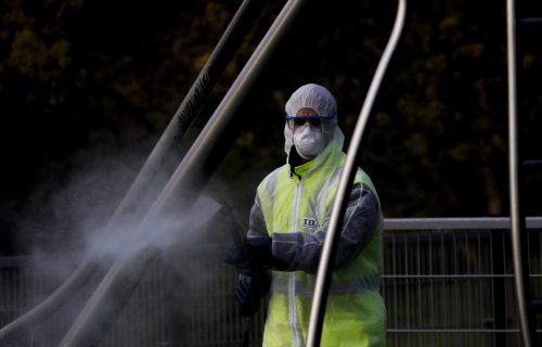 BORBA PROTIV KORONA U BEOGRADU: Dezinfekcija 220 hijlada ulaza!