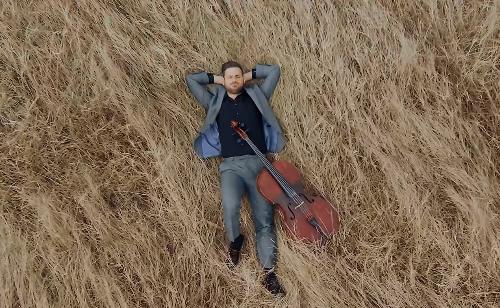 Hauser svira pred praznom pulskom Arenom: Slavimo nadu i ljubav (VIDEO)