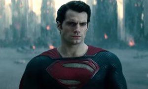 "Engleski lepotan ponovo oblači kostim: Henri Kavil reprizira ulogu ""čoveka od čelika"" (VIDEO)"