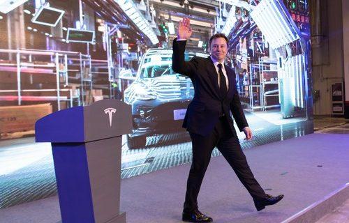 Mask ostaje bez fotelje?! SEDAM reči koje su kompaniju Tesla koštale 14 MILIJARDI