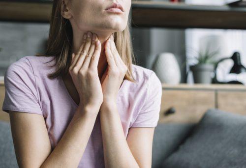 Otišla je na pregled zbog najobičnijeg bola u grlu: Ono što su joj IZVUKLI šokiralo je i lekare