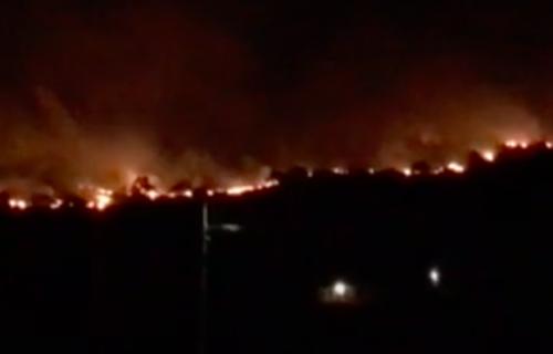 Veliki požar u Podgorici, jak vetar otežava gašenje (FOTO+VIDEO)