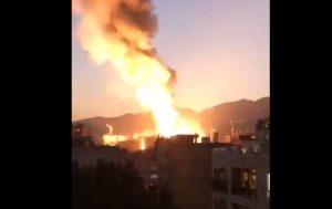 Trenutak u kojem je klinika odletela u vazduh: ZASTRAŠUJUĆI snimak tragedije u Teheranu (VIDEO)