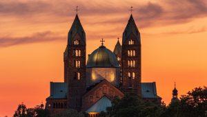 Nove mere u Sloveniji: Vernici na ulazu crkvu moraju da ostave broj telefona