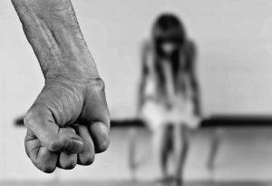 Miroljub (26) silovao ženu, slomio joj vilicu, pa PALIO šupe: Odao ga DETALJ na ruci koji je žrtva videla
