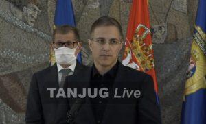 Policajcu slomili OBE NOGE na stepenicama Skupštine: Stefanović izneo jezive detalje divljanja huligana