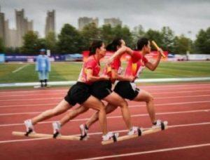 Ovaj sport još niste videli, mišići pucaju od bolova: Trčanje sa daskama na nogama!