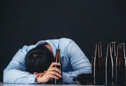 Pijete alkohol na PRAZAN želudac? Ova greška može biti FATALNA po vaš život