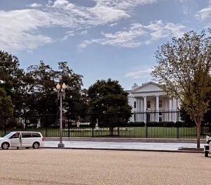 NEOBIČNA POJAVA na sastanku u Beloj kući! Ovakav raspored sedenja govori dosta (FOTO)